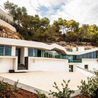 Casa Luci - High hill top villa with sea views